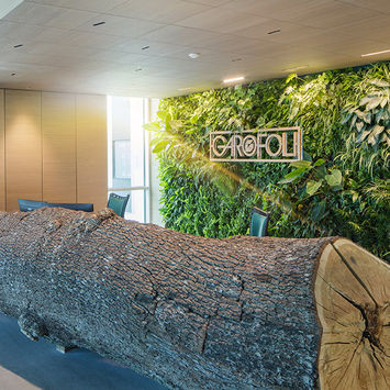 Green wall office - Garofoli Porte Headquarters