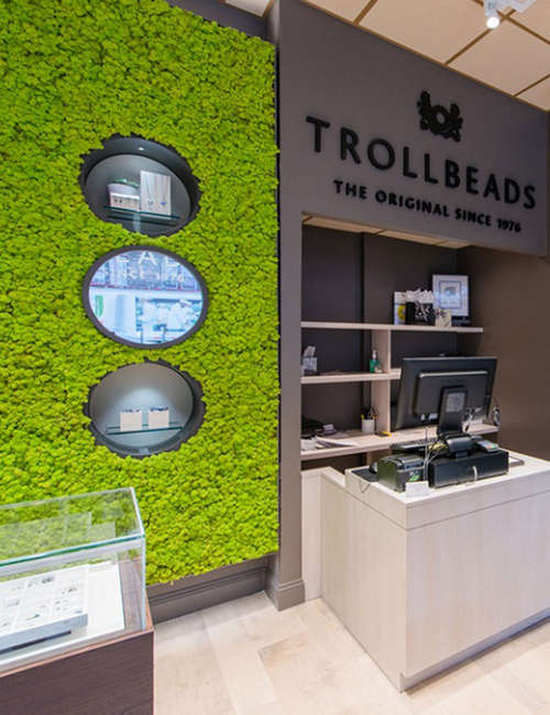 Green wall interior for Trollbeads USA stores - photo 3.