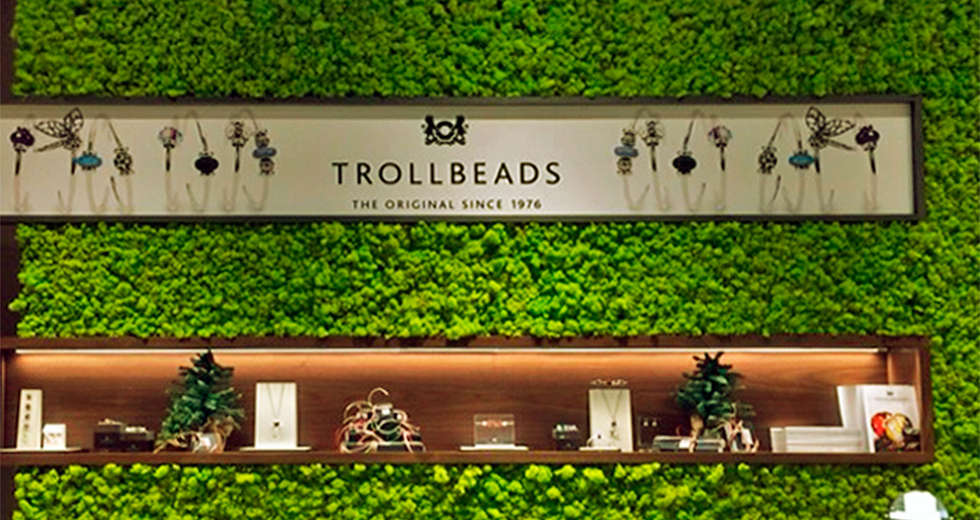 Green wall interior for Trollbeads USA stores - photo 6.