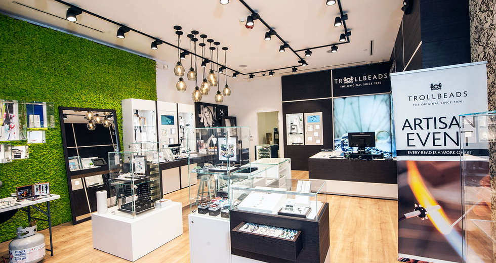 Green wall interior for Trollbeads USA stores - photo 5.