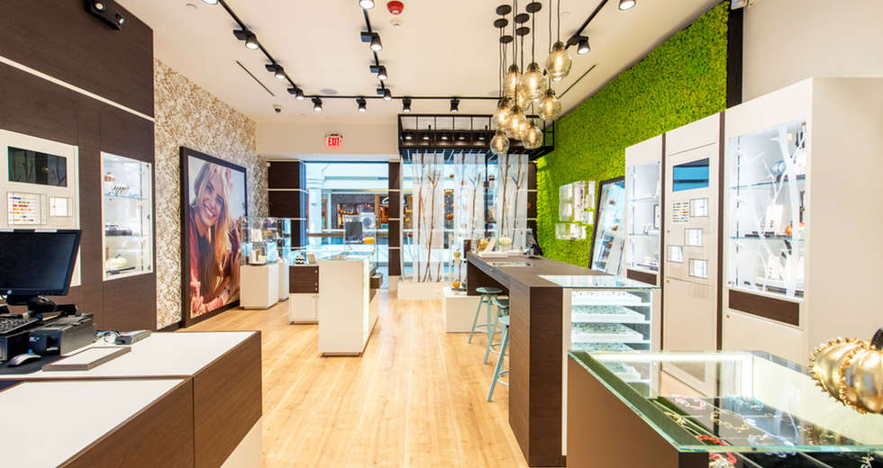 Green wall interior for Trollbeads USA stores - photo 4.
