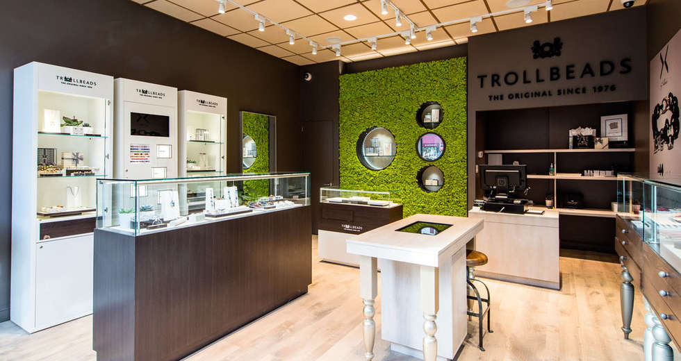 Green wall interior for Trollbeads USA stores - photo 1.